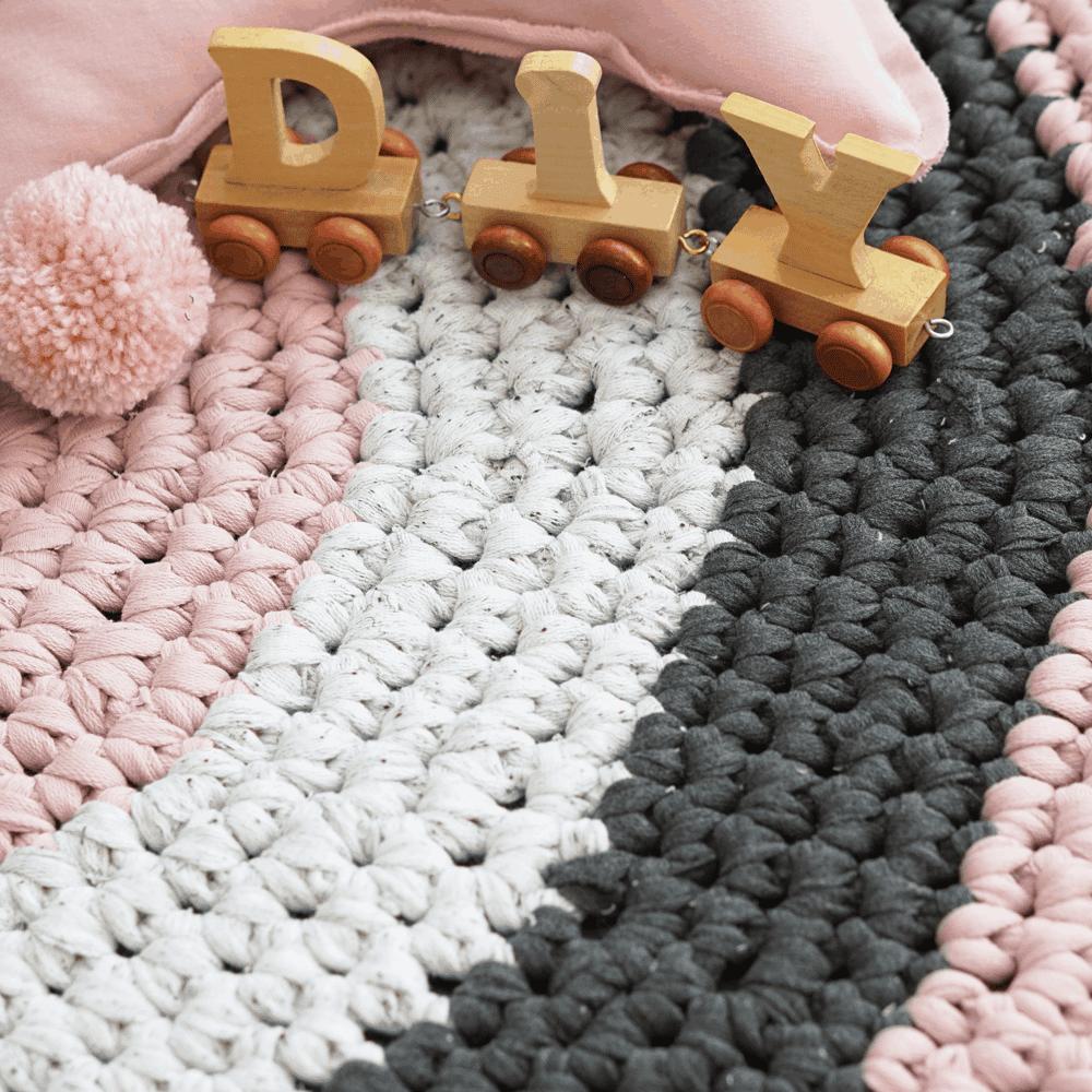 teppich hkeln anleitung finest ziemlich wolle teppich hkeln puppenstube puppenhaus puppenvilla. Black Bedroom Furniture Sets. Home Design Ideas