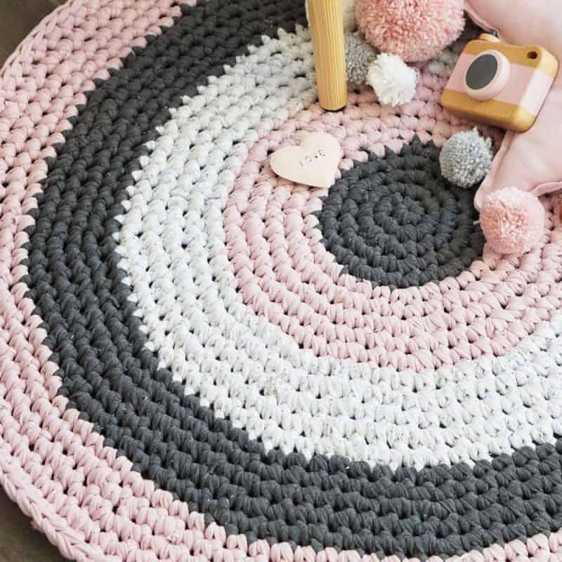 DIY Stoffe - Gehäkelter runder Teppich